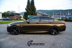 BMW-5-serie-foliert-i-matt-bond-gold-fra-pwf