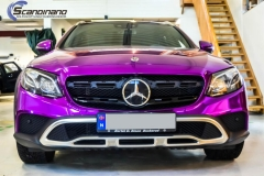 Mercedes-Benz E-Class foliert med Super Chrome Violet-4