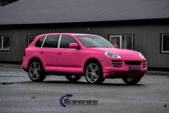 Porsche-cayenne-foliert-i-Matte-Hot-Pink-Scandinano-6-of-15