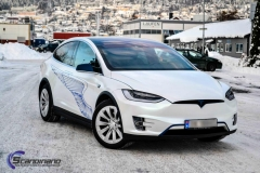 Tesla-X-Foliert-i-White-Pacific-Blue-Scandinano_