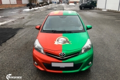 Toyota Yaris helfoliert i 2 farger Gloss Green Envy, Gloss Dragon Fire Red (1 из 7)
