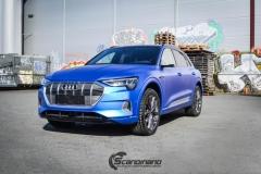 Audi e-tron foliert med Matt Anodized Blue 2.0-12
