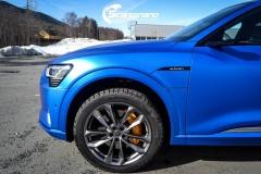 Audi e-tron foliert med Matt Anodized Blue 2.0-14
