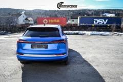 Audi e-tron foliert med Matt Anodized Blue 2.0-15