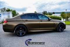 BMW-5-serie-foliert-i-matt-bond-gold-fra-pwf-3