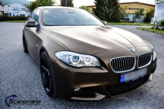 BMW-5-serie-foliert-i-matt-bond-gold-fra-pwf-4