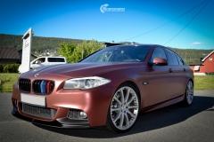 BMW 5 serie helfoliert med Matte Russet Red fra KPMF-3
