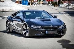 BMW i 8 foliert i Svart glossy Sport auto tilhenger-12
