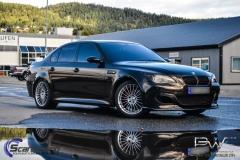 BMW M5 foliert i night gold mett
