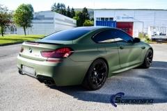 BMW M6 helfoliert-i-military-green-morkere-lykter