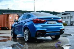 BMW X6 M foliert med ultra blue metallic