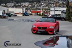 BMW Z4 foliert med matt rod krom