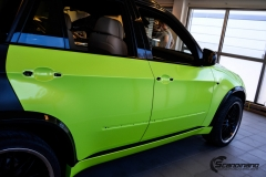 BMWX5 foliert i Atomic Lime fra PWF-3