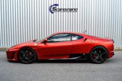 Ferrari foliert med matt anodized-red fra pwf morke lyktersolfilm