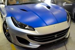 Ferrari helfoliert med Matt Anodized Blue fra PWF-8