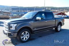Ford foliert med matt black diamant pw