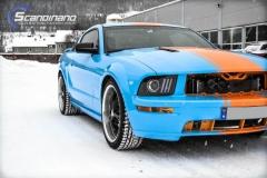 Ford Mustang -Helfoliert med -Baby Blue- -Striper dekor -Solfilm--10