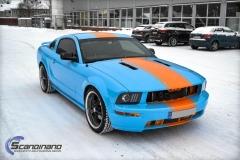 Ford Mustang -Helfoliert med -Baby Blue- -Striper dekor -Solfilm--11