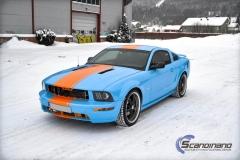 Ford Mustang -Helfoliert med -Baby Blue- -Striper dekor -Solfilm--6