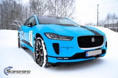 Jaguar I-Pace Helfoliert i Avery Light Blue Gloss med dekor-0436