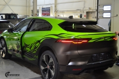 Jaguar I-Pace helfoliert i Gloss Light Green fra 3M , Black Diamond Black fra PWF (2 из 12)