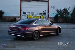 Mercedes E coupe foliert med matt midnight purple
