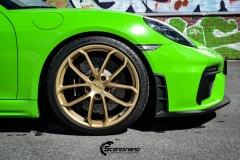 Porsche-911-GT4-Helfoliert-i-GLOSS-Grass-Green-fra-Avery-10