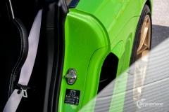 Porsche-911-GT4-Helfoliert-i-GLOSS-Grass-Green-fra-Avery-14