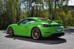 Porsche-911-GT4-Helfoliert-i-GLOSS-Grass-Green-fra-Avery-7