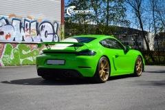 Porsche-911-GT4-Helfoliert-i-GLOSS-Grass-Green-fra-Avery-9