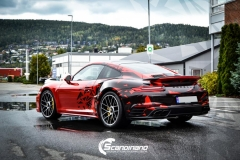 porsche 911 Turbo S helfoliert i Dragon Fire Red-4