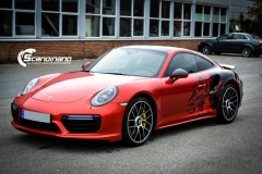 porsche 911 Turbo S helfoliert i Dragon Fire Red-5