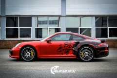 porsche 911 Turbo S helfoliert i Dragon Fire Red