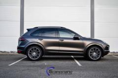 Porsche Cayenne foliert med Black Nero Pearl