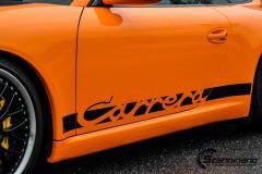 Porsche foliert med gloss bright orange carbon pa pansertakspoiler striper
