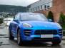 Porsche Macan helfolirt med Matt Anodized Blue 2.0 fra PWF