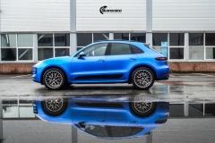 Porsche Macan helfolirt med Matt Anodized Blue 2.0 fra PWF-4