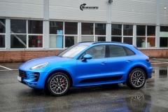 Porsche Macan helfolirt med Matt Anodized Blue 2.0 fra PWF-5
