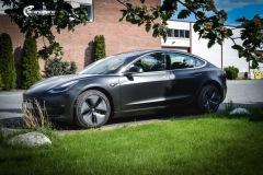 Tesla Model 3 foliert med Obsidian Black fra PWF
