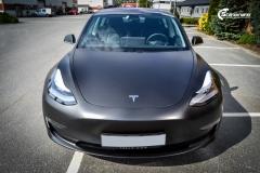 Tesla Model 3 foliert med Obsidian Black fra PWF-2