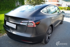 Tesla Model 3 foliert med Obsidian Black fra PWF-5
