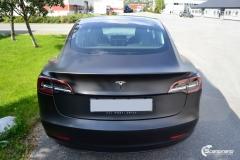 Tesla Model 3 foliert med Obsidian Black fra PWF-6