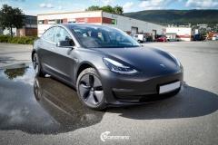 Tesla Model 3 foliert med Obsidian Black fra PWF-7