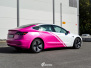 Tesla Model 3 helfoliert i 2 farger Hexis Gloss Indian Pink Hexis, Satin White Gloss
