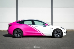 Tesla Model 3 helfoliert i 2 farger Hexis Gloss Indian Pink,Hexis Satin White Gloss (1 из 10)