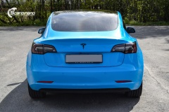 Tesla-Model-3-Helfoliert-i-GLOSS-LIGHT-BLUE-fra-Avery-SolfilmChrome-Delete-7