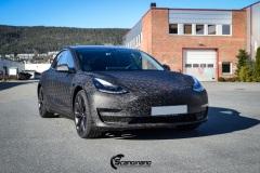 Tesla Model 3 Helfoliert i Shadow Black Fra 3M, Solfilm B - Stolpe 20%, Chrome delete