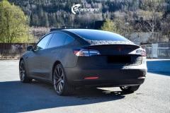 Tesla-Model-3-Helfoliert-i-Shadow-Black-Fra-3M-Solfilm-B-Stolpe-20-Chrome-delete-9