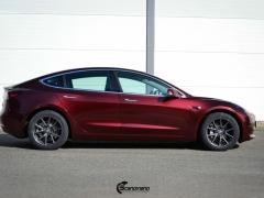 Tesla Model 3 helfoliert med Gloss Red Black fra KPMF-1