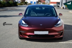 Tesla Model 3 helfoliert med Gloss Red Black fra KPMF-2